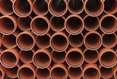 Tubi per fognatura arancio Fondo dai tubi di plastica fotografie stock