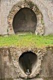 Tubi per fognatura romani Scavi Archaeological fotografia stock