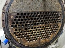 Tubi puliti dello scambiatore di calore o del condensatore in refrigeratore fotografia stock libera da diritti