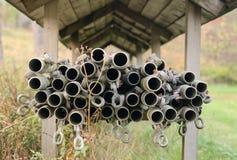 Tubi sotto il tetto di legno Fotografia Stock Libera da Diritti
