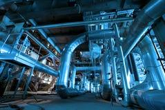 Tubi, tubi, macchinario in una centrale elettrica Fotografia Stock