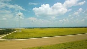 Tubines de vent tournant, longueur aérienne banque de vidéos