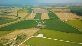 Tubines que hacen girar, cantidad aérea del viento almacen de video