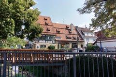 TUBINGEN/GERMANY- 31 JUILLET 2018 : Constructions de logements et routes autour de la ville de T?binga Quelques b?timents regarde photographie stock