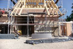 TUBINGEN/GERMANY-, 31. JULI 2018: Wohnungsbau und Stra?en um die Stadt von Tubingen Etwas Geb?ude schauen, noch den Klassiker zu  lizenzfreies stockbild