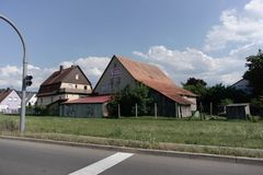 TUBINGEN/GERMANY-JULY 31 2018年:房屋建设和路在蒂宾根附近  一些大厦仍然看保留经典之作 免版税库存图片