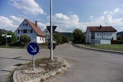TUBINGEN/GERMANY- 31 LUGLIO 2018: Costruzioni e strade della Camera intorno alla citt? di Tubinga Alcune costruzioni guardano anc immagini stock libere da diritti