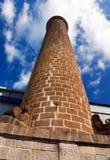 Tubo antico del mattone nella vecchia fabbrica della canna da zucchero. Le Mauritius. Fotografia Stock