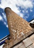 Tubo antico del mattone nella vecchia fabbrica della canna da zucchero mauritius Immagine Stock