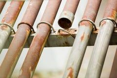 Tubo arrugginito del metallo per cavo elettrico immagine stock