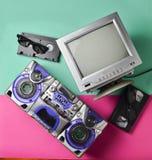 Tubo blanco negro TV, grabadora, cinta de video, vidrios 3d Imagen de archivo libre de regalías