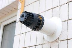 Tubo coaxial de la chimenea Calefacción individual Edificio viejo con salidas coaxiales de un tubo Foto de archivo libre de regalías