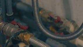 Tubo de agua del control de casa y fontanería fotos de archivo libres de regalías