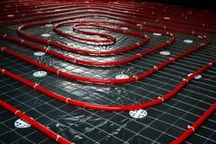 Tubo de calefacción de piso Instalación de los sistemas de ingeniería en un bui Imágenes de archivo libres de regalías
