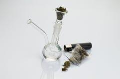 Tubo de cristal con marijuana Imagenes de archivo