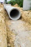 Tubo de drenagem concreto no canteiro de obras Imagem de Stock