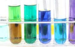 Tubo de ensayo colorido, sustancia química, ciencia, laboratorio, Foto de archivo libre de regalías