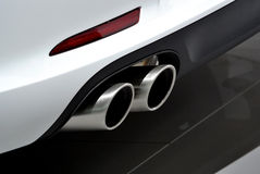 Tubo de escape blanco del coche Foto de archivo libre de regalías