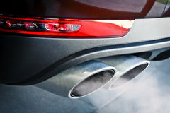 Tubo de escape dual del coche Foto de archivo libre de regalías