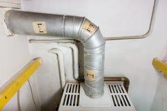 Tubo de gas de una caldera vieja de la calefacción de gas Fotos de archivo