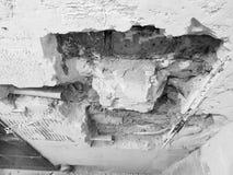 Tubo de la pared de ladrillo y del propileno imagenes de archivo