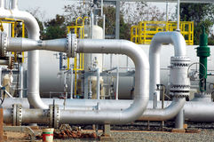 Tubo de la refinería del gas Foto de archivo libre de regalías