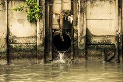 Tubo de las aguas residuales Fotografía de archivo