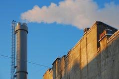 Tubo de Metall en el cielo azul Fotos de archivo libres de regalías
