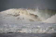 Tubo de Fanning que monta uma onda Fotografia de Stock Royalty Free