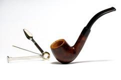 Tubo de tabaco y herramienta de la limpieza Fotos de archivo