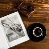 Tubo de vidros do livro da lâmpada Foto de Stock Royalty Free