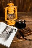 Tubo de vidros do livro da lâmpada Imagens de Stock Royalty Free