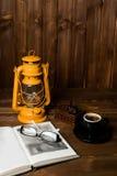 Tubo de vidros do livro da lâmpada Imagem de Stock