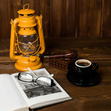Tubo de vidros do livro da lâmpada Fotografia de Stock