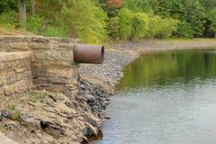 Tubo del drenaje del agua Fotografía de archivo libre de regalías