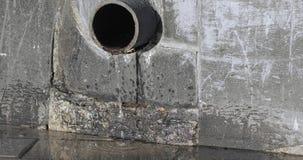 Tubo del hierro y agua de colada almacen de video