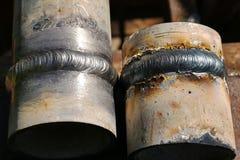 Tubo del metallo con la cucitura saldata Saldatura dei tubi Fotografie Stock Libere da Diritti
