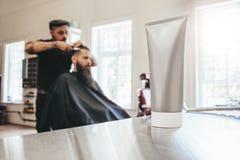 Tubo della crema da barba al salone Immagine Stock