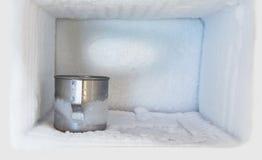 Tubo di livello bevente dell'acciaio inossidabile in congelatore Immagini Stock