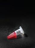 Tubo di plastica con il codice a barre romanzato sul nero, spazio del testo Fotografia Stock Libera da Diritti