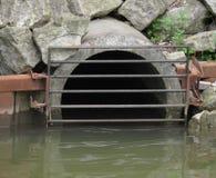 Tubo di scarico dell'acqua della caditoia Immagine Stock