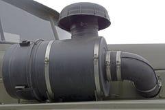 Tubo di scarico dell'automobile con il motore del silenziatore isolato su bianco fotografie stock libere da diritti