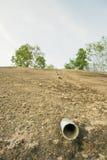 Tubo di scarico sul muro di cemento Fotografia Stock Libera da Diritti