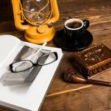Tubo di vetro del libro della lampada Immagine Stock