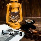 Tubo di vetro del libro della lampada Fotografie Stock