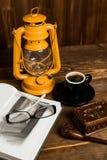 Tubo di vetro del libro della lampada Immagini Stock