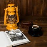Tubo di vetro del libro della lampada Fotografia Stock