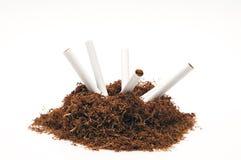 Tubo e sigarette del tabacco da fiuto Fotografie Stock Libere da Diritti