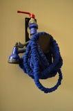 Tubo flessibile dell'acqua blu fotografie stock libere da diritti