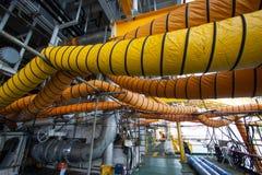 Tubo flessibile della dotazione d'aria nel lavoro di industria quando botola o lavoro aperta nell'area di spazio limitata fotografie stock libere da diritti
